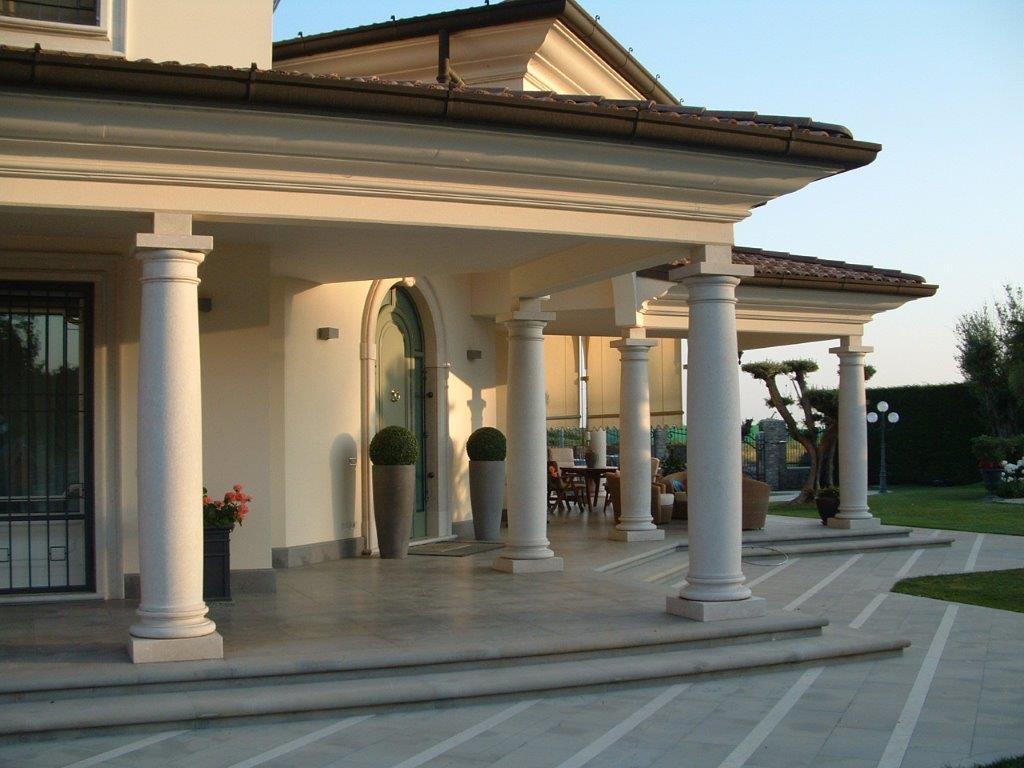 Portico con colonne milgem for Piani casa di campagna con avvolgente portico
