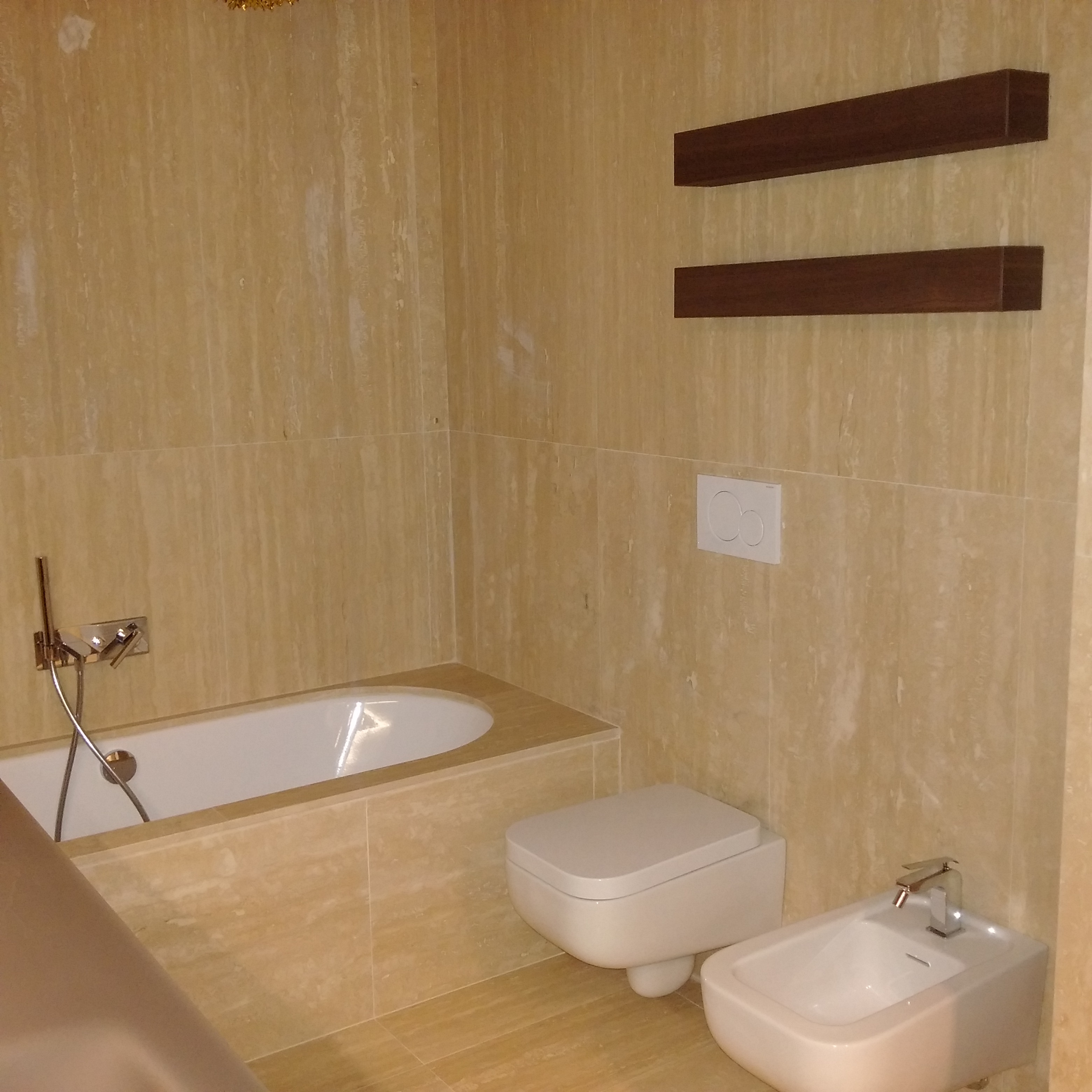 Bagno in marmo travertino classico milgem - Bagno travertino ...
