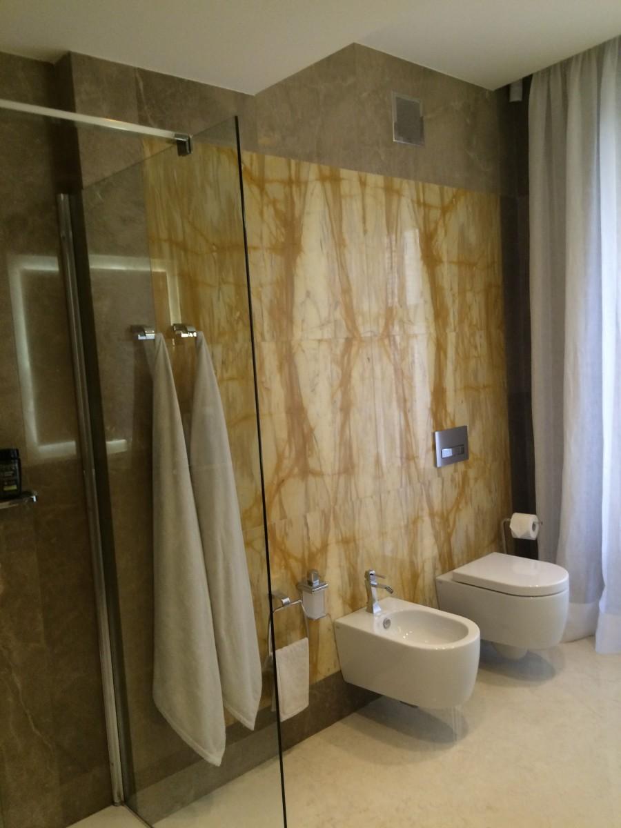 Rivestimento e pavimento bagno design in marmo milgem - Rivestimento bagno design ...