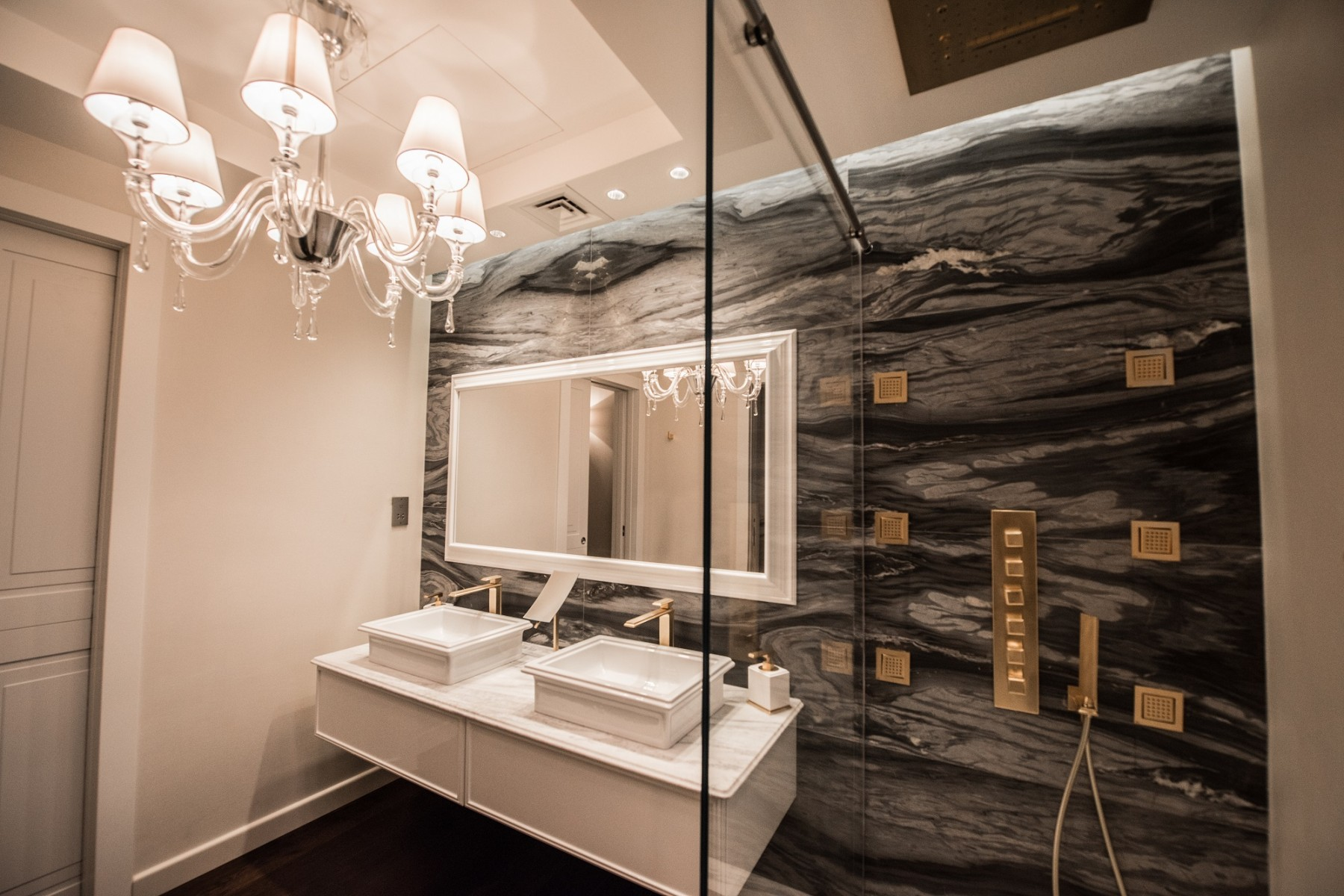 Sala da bagno in calacatta milgem - Rivestimento bagno in marmo ...